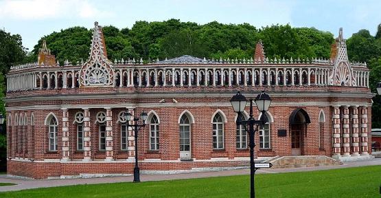 фасады Второго Кавалерского корпуса музея-заповедника