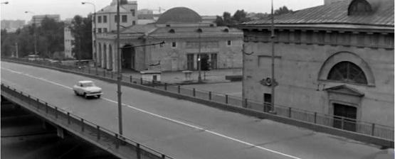 Вестибюль какой станции метро в кадре фильма «Три тополя на Плющихе»