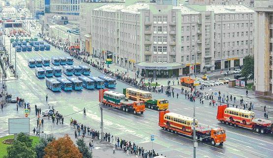 Какой транспорт связывает Москву с одним из соседних городов?